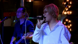 Price Tag (Live) - Vicky Nhung