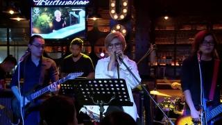 Bang Bang (Live) - Vicky Nhung