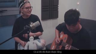 Không Bình Thường (Guitar Version) - Vicky Nhung