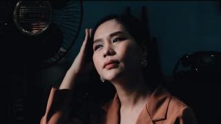Người Đàn Bà Đi Nhặt Mặt Trời - Hồng Mơ